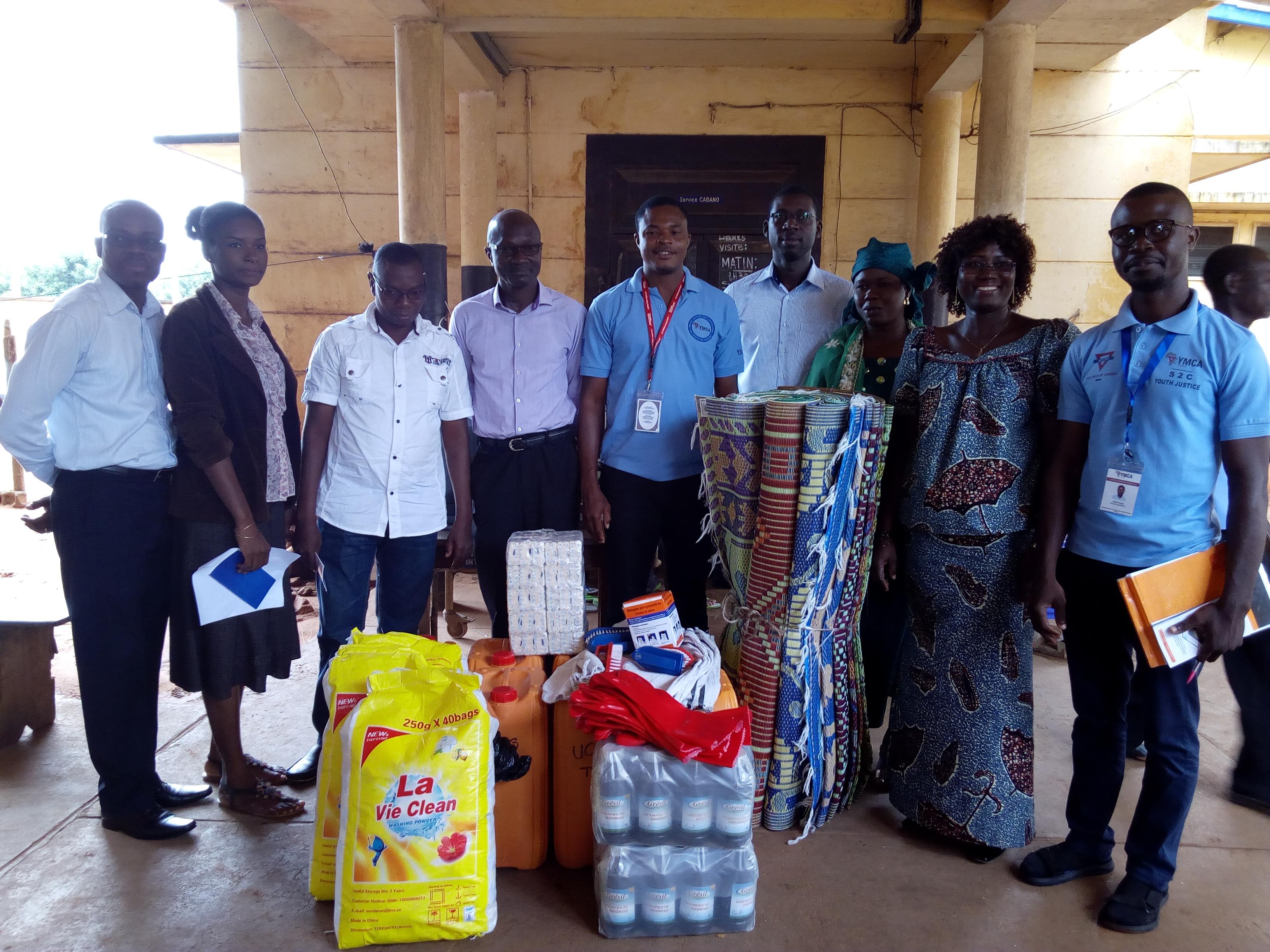 Campagne «Dignité» : L'UCJG/YMCA-Togo fait don de matériels d'assainissement au Cabano du CHU Sylvanus Olympio