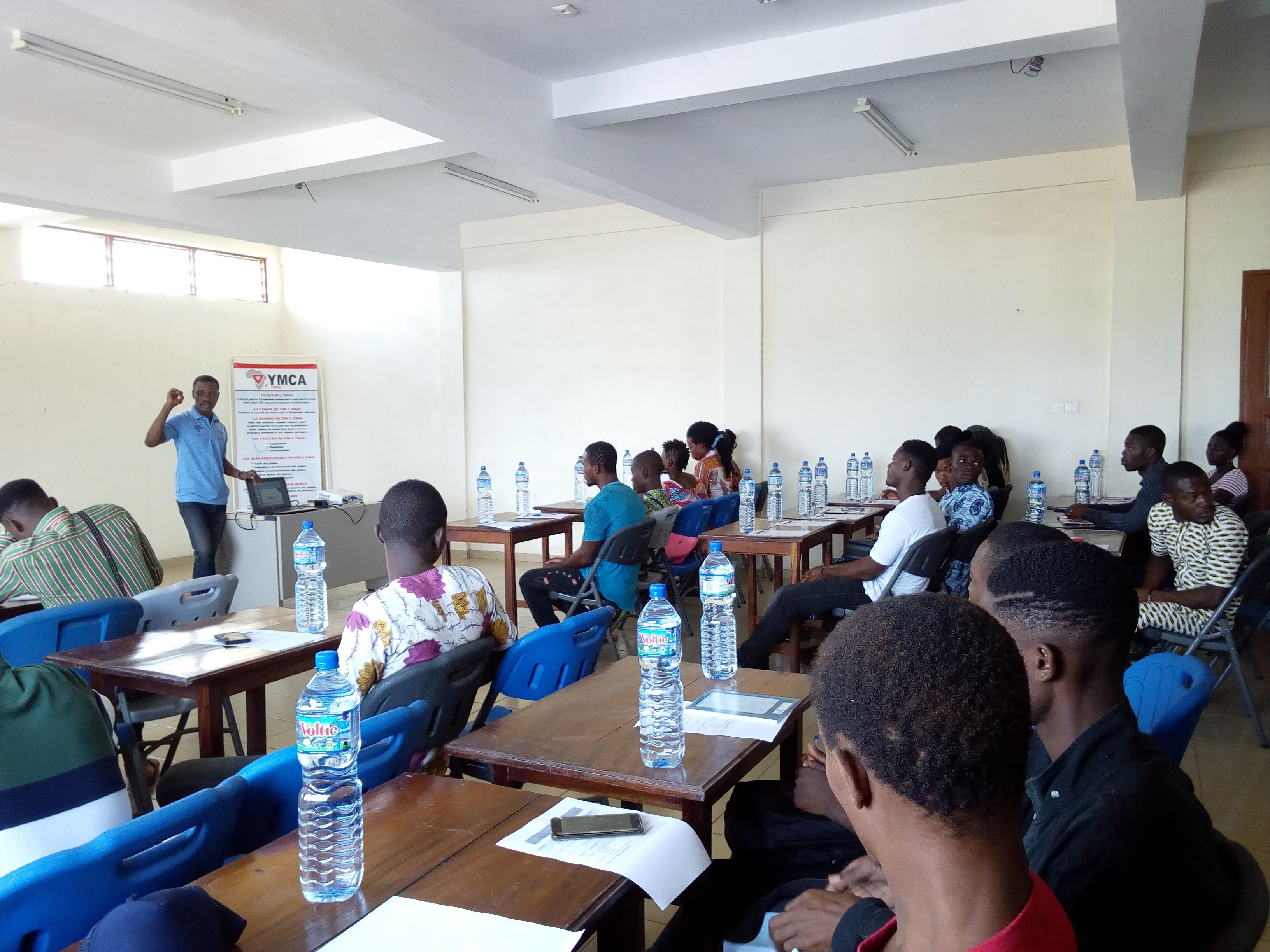 L'UCJG renforce la capacité des jeunes dans la technique de  rédaction d'un bon CV et d'une lettre de motivation