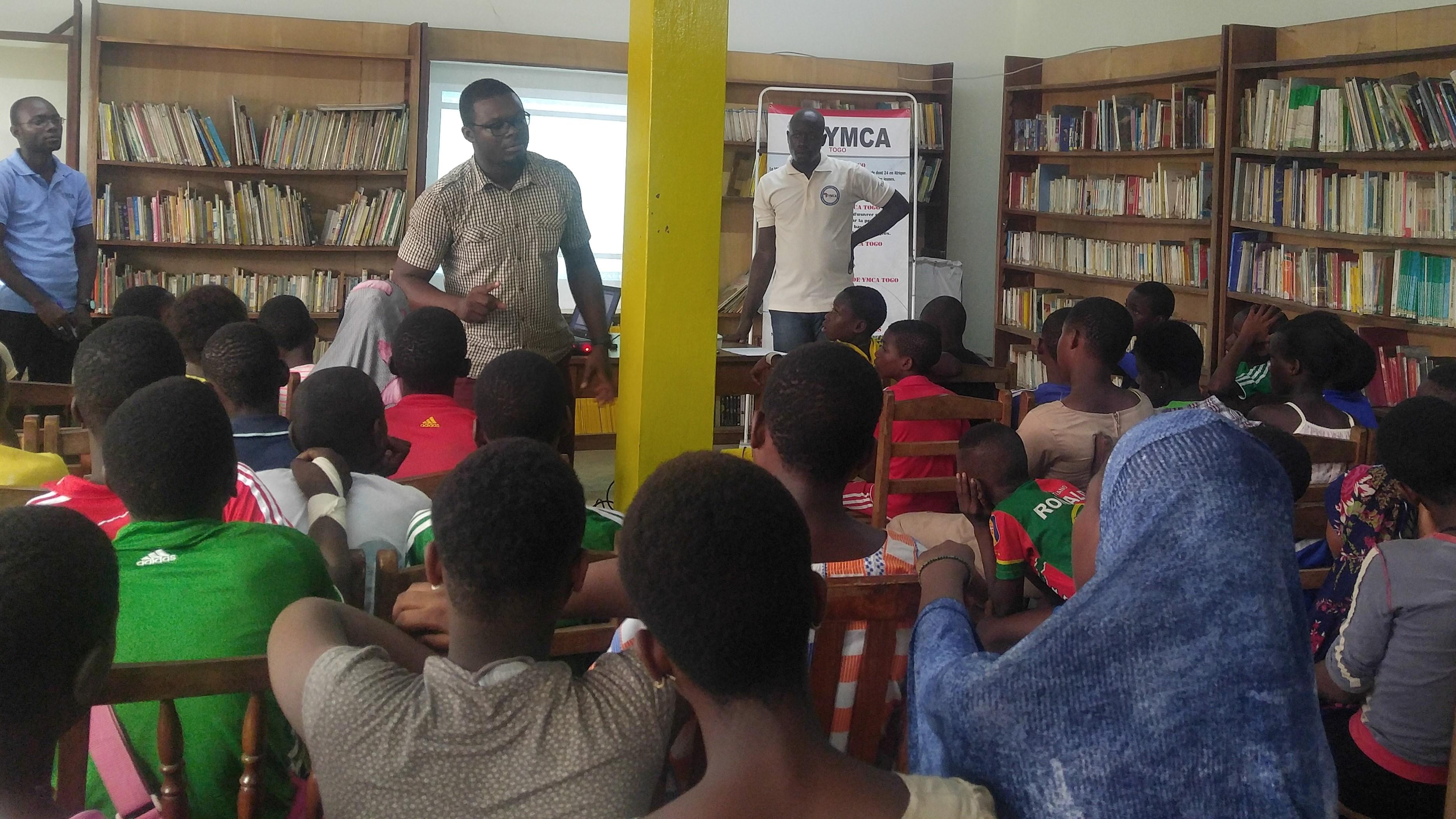Vindicte Populaire au cœur d'une projection de film au centre de jeunes de YMCA-Togo